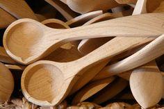 Limpiar los cubiertos de madera con agua oxigenada - Trucos de hogar caseros