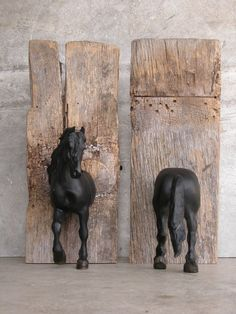 Sculpture Horse Bookends -- it's time to upcycle the kids castoff plastic horses! Equestrian Decor, Western Decor, Friesian Horse, Breyer Horses, Ideias Diy, Horse Crafts, Diy Décoration, Easy Diy, Plastic Animals