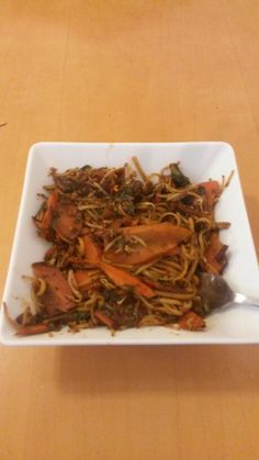 Gorgeous slimming world sticky noodle stir fry. stirfry noodles garlic chilli ginger soysauce just like from the chinese :) Slimming World Diet, Slimming World Recipes, Healthy Options, Healthy Recipes, Fat Fighters, Stir Fry, Meals, Dinners, I Foods