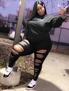 Plus size distressed leggings Thick Girls Outfits, Curvy Girl Outfits, Plus Size Outfits, Thick Girl Fashion, Plus Size Fashion For Women, Curvy Women Fashion, Big Size Fashion, Look Plus Size, Plus Size Girls