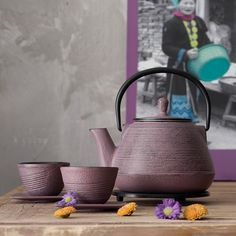 Purples and grey. Coffee Cupcakes, Tea Plant, All Things Purple, Purple Stuff, Teapots And Cups, My Cup Of Tea, Chocolate Coffee, Simple Pleasures, Serving Dishes