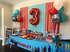 Bradley's Thomas the Train Birthday Party Table - Marina Miagi - Bradley's Thomas the Train Birthday Party Table Bradley's Thomas the Train Birthday Party Table - 3rd Birthday Party For Boy, Thomas Birthday Parties, Thomas The Train Birthday Party, Trains Birthday Party, Birthday Party Tables, Birthday Party Decorations, Train Decorations, Train Birthday Cakes, Thomas The Train Table
