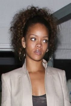 Rihanna can throw down a pretty good side-eye too