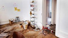 Mooris ist da.   Der erste mobile und online Concept Store der Schweiz für ausgewählte Design- und Lifestyle-Produkte. Mooris ist exklusiv. Täglich startet eine neue Verkaufsaktion für die Mitglieder von Mooris. Im Sortiment hat es Ausgewähltes und Unentdecktes. Die Produkte sind exklusiv bei Mooris in einem einmaligen Design, in limitierter Auflage oder mit Preisvorteil erhältlich. Zum Beispiel:  Embru Caruelle Tisch als Sonderedition mit glanzverchromten Fuss in einer limitierten Auflage