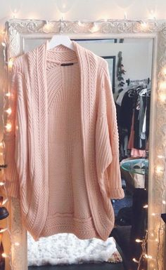 This cardigan is adorable! Love the shade of pink, great casual knitwear