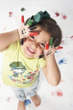 MANUALIDADES #Pintura de manos y tela #Bondy. Una combinación para que hayan #sonrisas, #alegría y #creatividad. #quebiennoslopasamos Con un rollalty bondy podrás hacer unos murales increibles !! Prúebalo !! http://dobondy.com/shop