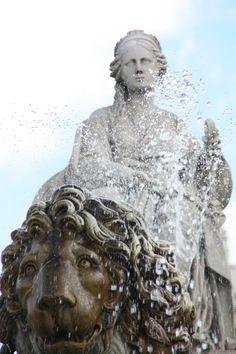 Fuente de Cibeles, Madrid. #madrid #espana #realmadrid #viajar #europaallavamos #viajarporelmundo #blogdeviajes #viajeros #europa #puertadelsol Places In Europe, Places To Visit, Madrid Guide, Bay Of Biscay, Foto Madrid, Spanish Towns, World's Most Beautiful, Skyline, Sculptures