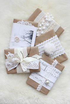 More great brown paper wrapping ideas! Creative Gift Wrapping, Creative Gifts, Wrapping Ideas, Wrapping Gifts, Christmas Gift Wrapping, Christmas Crafts, Christmas Decorations, Pretty Packaging, Gift Packaging