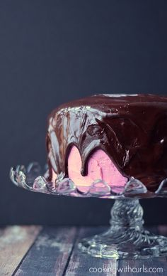 Raspberry Fudge Cake | cookingwithcurls.com