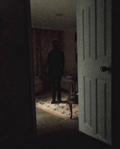 For All Things Creepy Creepy Images, Creepy Pictures, Scary Photos, Arte Horror, Horror Art, Applis Photo, Arte Obscura, Creepy Art, Dark Photography