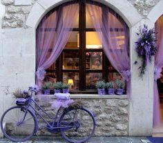 Cute #window, #bicycle, #pinsland, https://apps.facebook.com/yangutu/