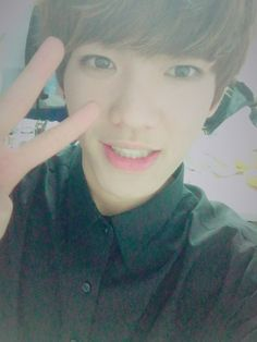 """151227 Twitter Update """"[#환희] 울애기들 잘 보고 있지??♥♥ 떨린다아아아ㅋㅋㅋ샤오 붙잡고 있어야겠다 이제 무대 스탠바이 하러 갑니다!!!!! #가요대전 """" [#Hwanhee] Our babies watched right??♥♥ I'm so nervouces kekeke Xiao is holding my hand, we've to go on standby for our stage now!!!!!!..."""