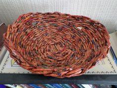 Fonott tálka. Papírfonással, saját munka/Paper weaving, my own work