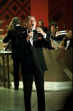 """Frank Sinatra performs on """"Sinatra and Fruebds"""" television special 1977 ABC"""