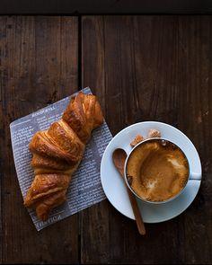 Coffee & croissant No es el desayuno perfecto... Es la compañía, la sonrisa, la mirada, las conversaciones... Eso sí es perfecto!