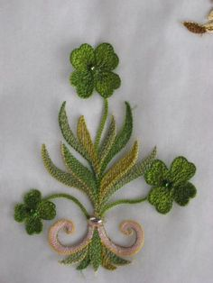 Embroidery with Lunéville hook at Lesage school