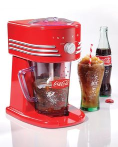 The Nostalgia Electrics Coca-Cola Frozen Beverage Maker all-in-one frozen drink machine will make perfect slush drinks, margaritas, daiquiris, smoothies and more. The two ice shaving options allow you to choose a fine or coarse shaved ice texture. Smoothie Blender, Smoothies, Juicing With A Blender, Machine A Granita, Slush Machine, Margarita Machine, Slush Ice, Sodas, Slushies