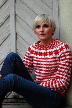 BLÅ: RED med rundfelling, huh og heldigvis for det! Sweater Knitting Patterns, Knitting Designs, Knit Patterns, Knitting Projects, Fair Isle Knitting, Hand Knitting, Ravelry, Norwegian Knitting, Fair Isles