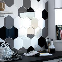 Carrelage mural à la hexagonale avec un mix de couleurs noir blanc et gris #hexagon