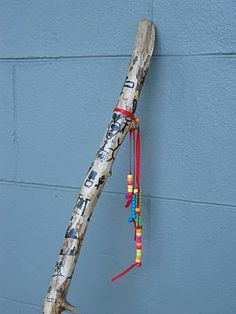 Butterfly Jungle: The Story Stick- Keeping A Record of the Ordinary Days. Find a stick, strip of bark and clean. Use a permanent marker to make pictures. Apply Polycrylic with a foam brush or even Mod Podge. Attach beads at the top. Cub Scouts, Girl Scouts, Cub Scout Crafts, Spirit Sticks, Scout Camping, Day Camp, Yoga For Kids, Camping Crafts, Girl Guides