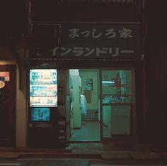 peko-poko:   Tokyo_11 by owlnwolf on Flickr. -