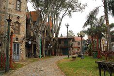 Http://k41.kn3.net/8/A/4/4/4/C/F9B.png. Campanopolis. Campanopolis es contruido por un señor llamado Antonio Campana que decidió construir con materiales rescatados de demoliciones una aldea de estilo medieval. Es un lugar situado en la matanza...