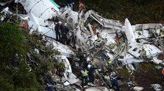 Cronología de las tragedias aéreas que enlutaron al fútbol El accidente en Colombia, al estrellarse el avión en el que viajaba el equipo de fútbol Chapecoense, es el último de una lista de siniestros. Fuen... http://sientemendoza.com/2016/11/29/cronologia-de-las-tragedias-aereas-que-enlutaron-al-futbol/