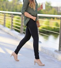 Michelle of Mash-Elle rocks a super-cute fall work outfit with the Michelle pump by Naturalizer in Nude leather.