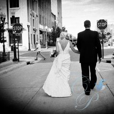 Professional wedding photography, bride, groom, wedding pictures, creative wedding pictures, Wisconsin wedding photography, outside wedding, wedding party, wedding vendor. Wedding Photographer.