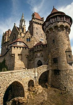 In the medieval Kreuzenstein Castle in Lower Austria. In the medieval Kreuzenstein Castle in Lower Austria. Beautiful Castles, Beautiful Buildings, Beautiful Places, Chateau Medieval, Medieval Castle, Medieval Tower, Medieval Fortress, Castle Ruins, Castle House
