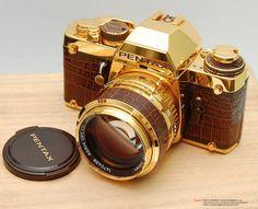 El 16 de Marzo de 1981, para celebrar la manufacturación de sus 10 millones de cámaras SLR, Pentax lanza una edición limitada de 300 unidades hechas en oro de 24 kilates. El paquete incluía, además guantes de seda blanco.