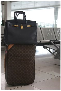 5f91cfa98078 (wish I had an Hermes bag to go with my rolling LV suitcase!