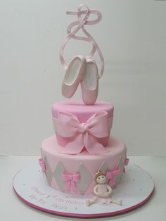 Love this cake!take the cake~ ballet cake Fancy Cakes, Cute Cakes, Pretty Cakes, Ballet Cakes, Ballerina Cakes, Ballerina Party, Fondant Cakes, Cupcake Cakes, Cake Pops