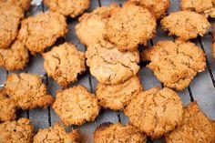 Glutenfrie og veganske peanøttcookies.
