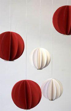 #christmas http://www.toysblog.it/post/4943/decorazioni-per-lalbero-di-natale-le-palline-di-carta-fai-da-te