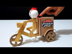 Diy Toys Car, Instrument Craft, Diy And Crafts, Crafts For Kids, Cardboard Car, Diy Robot, Science For Kids, Science Projects, Origami