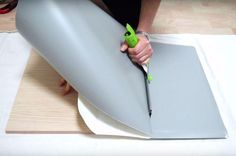 Truco para forrar con vinilo sin dejar burbujas Diy Paper, Paper Crafts, Diy And Crafts, Arts And Crafts, Do It Yourself Crafts, Recycled Furniture, Home Hacks, Vinyl, Craft Gifts