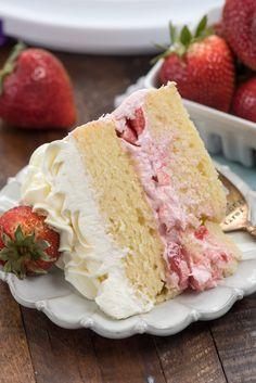 Strawberry Icing, Strawberry Shortcake Recipes, Strawberry Filling For Cake, Strawberry Yellow Cake Recipe, Strawberry Hair, Whipped Cream Frosting, Cake Fillings, Savoury Cake, Mini Cakes