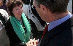 Γράφει η Ζένια Πολυδώρου    Η βαρόνη Catherine Ashton, με χαρτοφυλάκιο Υπουργού Εξωτερικών της Ένωσης και Αντιπροέδρου της Ευρωπαϊκής Επιτροπής, συχνά συγκεντρώνει βλέμματα απορίας ως προς τη δράση της και τις δυνατότητες άσκησης επιρροής που έχει.        Read more: http://rizopoulospost.com/catherine-ashton-apli-grammateas-h-hgetiki-prosopikotita/#ixzz2KsZ2dx6T   Follow us: @RizopoulosPost on Twitter | RizopoulosPost on Facebook