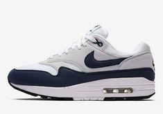size 40 3a270 d238c Nike prezentuje kolorystykę Dark Navy White na butach Nike Air Max 1
