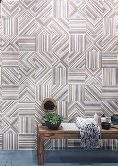 A round up of tile trends to watch out for 2018 from the last Cersaie the International Fair of Ceramic Tile and Bathroom Furnishings Italian Interior Design, Interior Concept, Patchwork Tiles, Design Trends 2018, Geometric Fashion, Small Tiles, Pop Design, Tile Patterns, New Girl