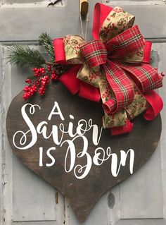 decoration eglise 40 Creative Christmas Door Decoration Ideas To Inspire You Christmas Signs, Outdoor Christmas, Christmas Balls, Rustic Christmas, Christmas Projects, Christmas Holidays, Christmas Wreaths, Christmas Ornaments, Christmas Craft Show