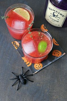 Spooky and tangy these Blood Orange Thyme Margaritas are perfect for Halloween. Winter Cocktails, Fall Drinks, Easy Cocktails, Blood Orange Margarita, Blood Orange Juice, Champagne Cocktail, Cocktail Drinks, Party Punch Recipes, Drink Recipes
