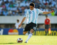 Juan Roman Riquelme Argentina Best Football Players, Football Jerseys, Soccer Players, Messi, Rugby, Carlito's Way, E Sport, Sports Photos, Athletic