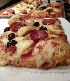 A grande richiesta la Pizza e lo Sfincione senza impasto Pizza Siciliana, Bruschetta, Pizza Recipes, Cooking Recipes, Focaccia Pizza, Pizza Rustica, Pita Pizzas, Best Italian Recipes, Good Pizza
