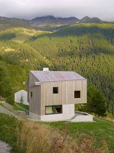 Modern Swiss Chalet designed by Savioz Fabrizzi Architectes