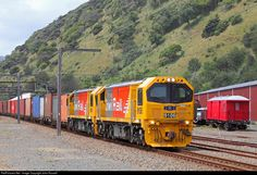 Net Photo: 9106 KiwiRail DL at Near Wellington, New Zealand by John Russell South Pacific, Pacific Ocean, State Of Arizona, Train Pictures, News Around The World, Electric Locomotive, Train Station, New Zealand, Diesel