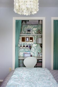 Take the fitted cupboard door off, paper or paint it in a colour that matches the rest of the decor and there you have it, a ready made area to create a workstation. #homeoffice #DIY #kidsbedrooms
