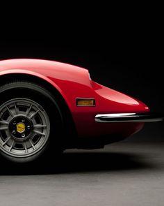 fabforgottennobility: harrier46: megadeluxe: Esculpido #dino #Ferrari por photosbyteej http://ift.tt/1nS3SDZ (a través de TumbleOn) Dino