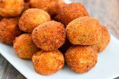 Bolitas de papa y queso fritas ¿Puede haber algo mas rico que esto?  http://sconfir.com/1NVfmze